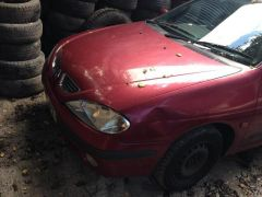 Renault Megane 2001 Hatchback 14 Petrol Red 5 Door Breaking for Spares at UK Free Classified Ads