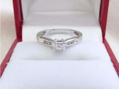 Princess cut Diamond Solitaire Engagement Ring for Sale in the UK