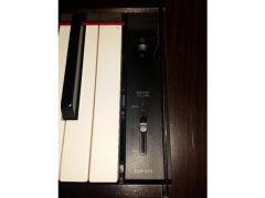 Yamaha Clavinova CLP 575R Digital Piano for Sale in the UK