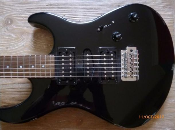 yamaha erg 121 guitar for sale in the uk guitars amps. Black Bedroom Furniture Sets. Home Design Ideas