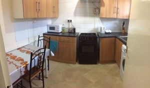Available Double Room For Rent in UK