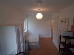 For Rent studio Furnished Flat in UK