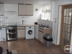 SINGLE AND DOUBLE ROOM 2 MINUTES WALK FROM LAINDON C2C RAIL STATION AT UK FREE ADS